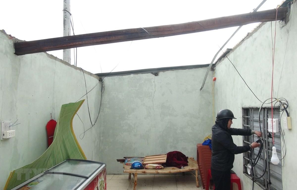 Bão số 13 làm hàng nghìn ngôi nhà bị tốc mái tại Quảng Bình. (Ảnh: Đức Thọ/TTXVN)