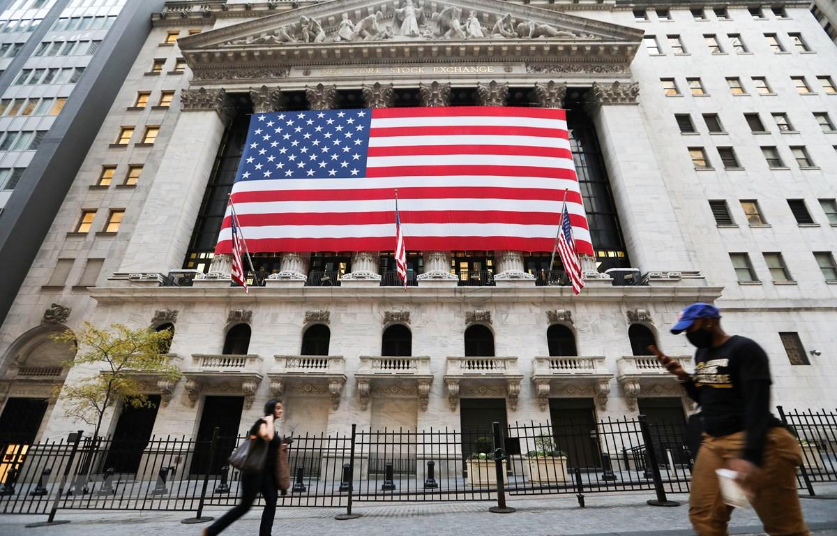 Bên ngoài sàn giao dịch chứng khoán ở New York, Mỹ ngày 9/11/2020. (Ảnh: THX/TTXVN)