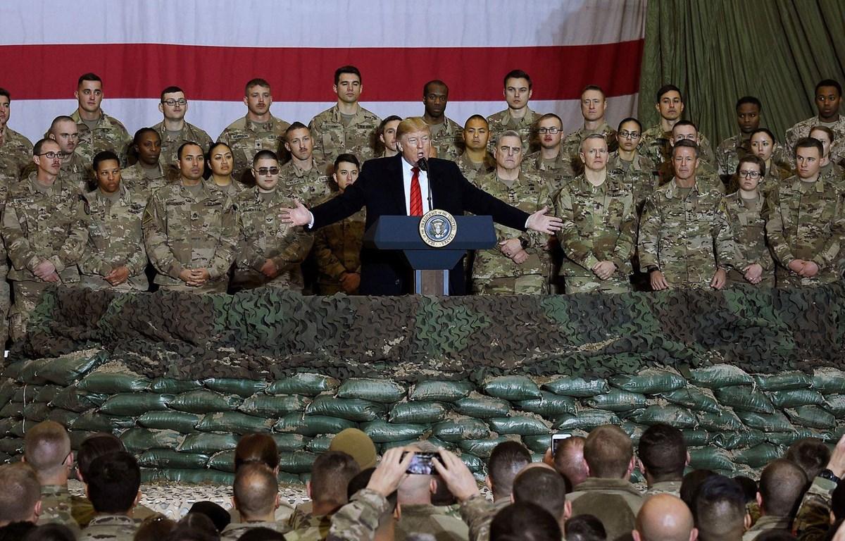 Tổng thống Mỹ Donald Trump tới thăm các binh sỹ Mỹ tại căn cứ không quân Bagram ở Afghanistan dịp Lễ Tạ ơn, ngày 28/11/2019. (Ảnh: AFP)