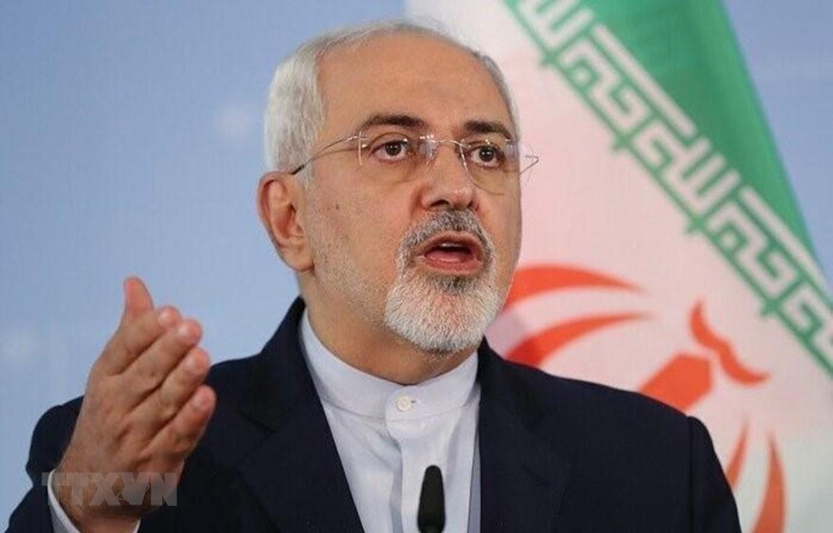 Ngoại trưởng Iran Mohammad Javad Zarif phát biểu trong cuộc họp báo tại Tehran. (Ảnh: IRNA/TTXVN)