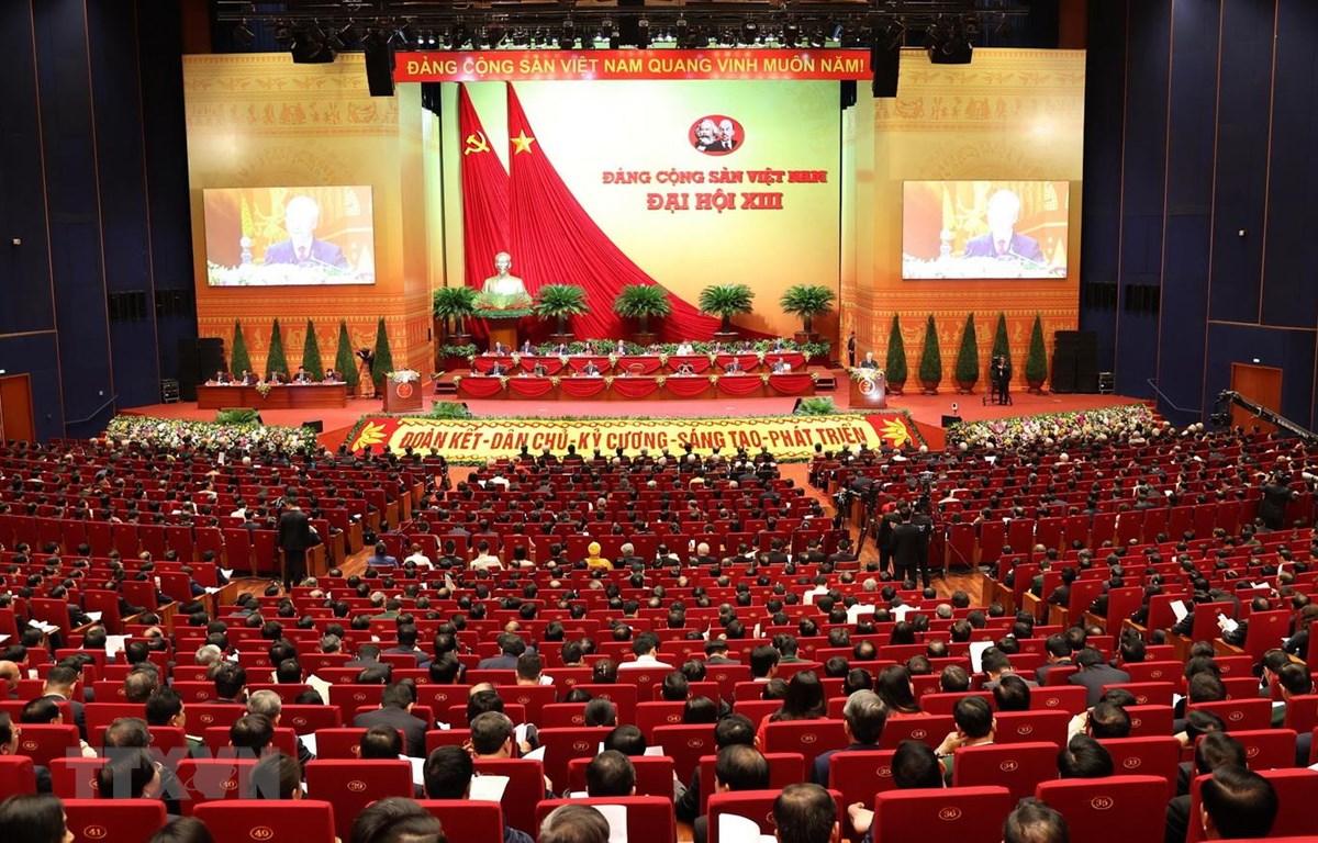 Tổng Bí thư, Chủ tịch nước Nguyễn Phú Trọng đọc Báo cáo chính trị của Ban Chấp hành Trung ương Đảng khóa XII và các văn kiện trình Đại hội. (Ảnh: TTXVN)