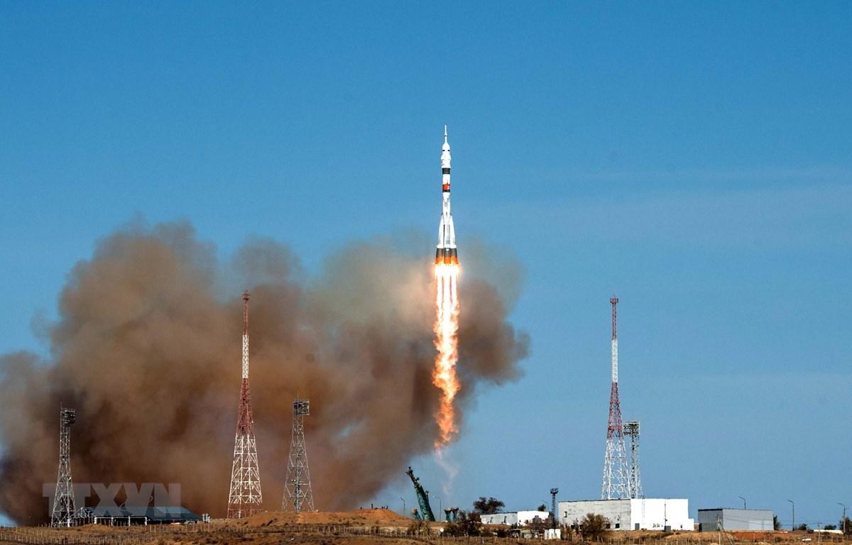 Tàu vũ trụ Soyuz MS-17 rời bệ phóng tại sân bay vũ trụ Baikonur của Nga ở Kazakhstan. (Ảnh: AFP/TTXVN)