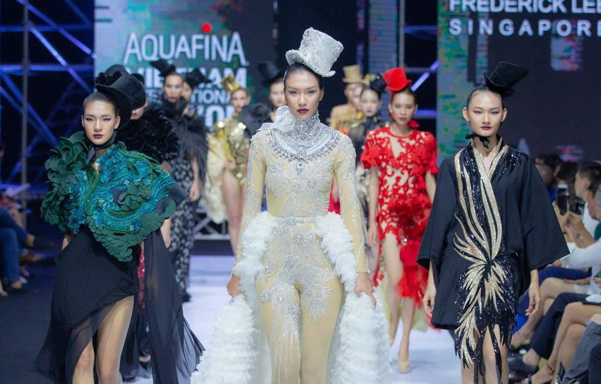 Cả Hollywood kinh điển tái hiện trên sàn diễn thời trang Việt Nam. (Ảnh: CTV)