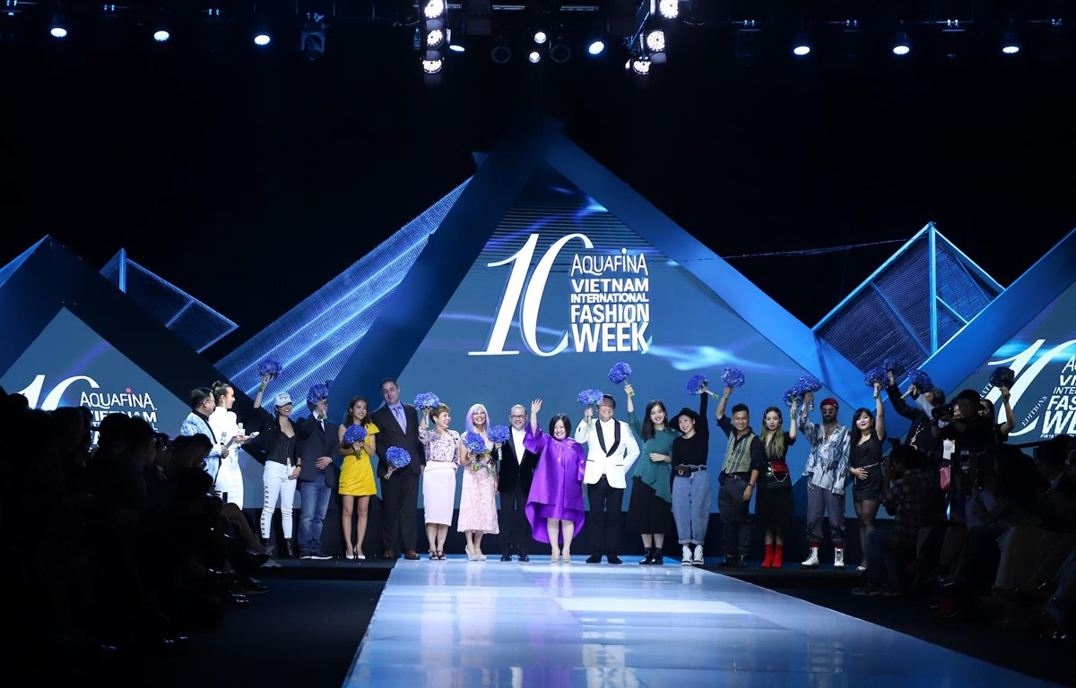 Tuần thời trang quy tụ 24 nhà thiết kế, thương hiệu thời trang Việt Nam và quốc tế. (Ảnh: CTV/Vietnam+)