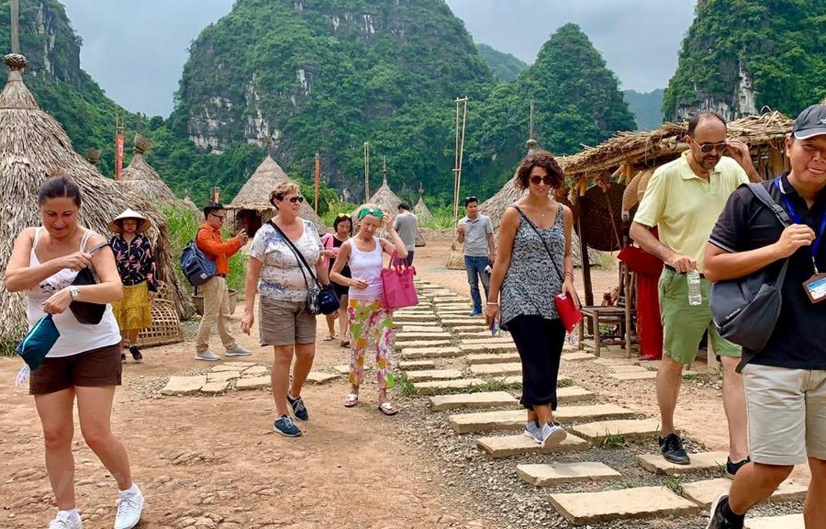 Du khách chọn Việt Nam cho những hành trình an toàn và nhiều khám phá văn hóa bản địa. (Ảnh: Xuân Mai/Vietnam+)