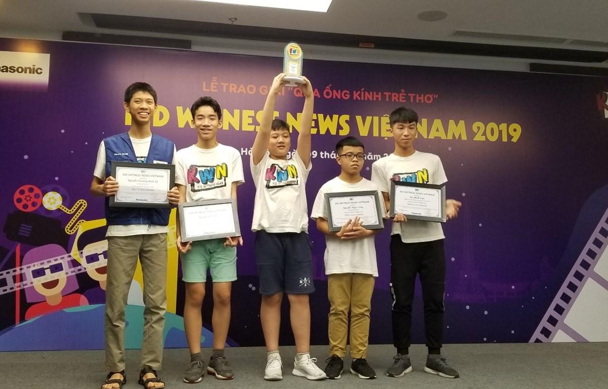 Nhóm Giải Nhất hạng mục 13-18 tuổi. (Ảnh: CTV/Vietnam+)