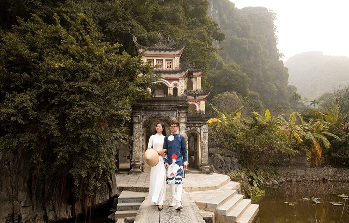 Giới trẻ đi lễ chùa đầu năm ở Tam Cốc-Bích Động. (Ảnh: CTV/Vietnam+)