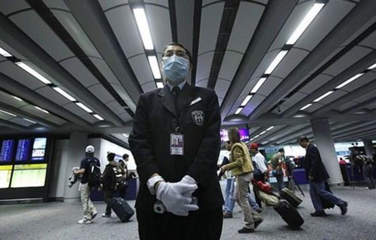 Sân bay Hong Kong kiểm tra sức khỏe những hành khách đến từ Vũ Hán. (Nguồn: Getty Images)