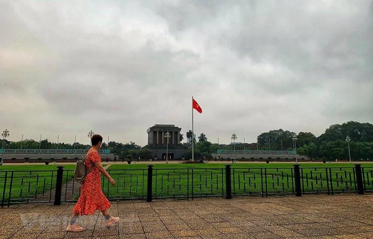 Lăng Bác-Quảng trường Ba Đình vắng vẻ những ngày giãn cách vì COVID-19. (Ảnh: Đậu Đậu/Vietnam+)