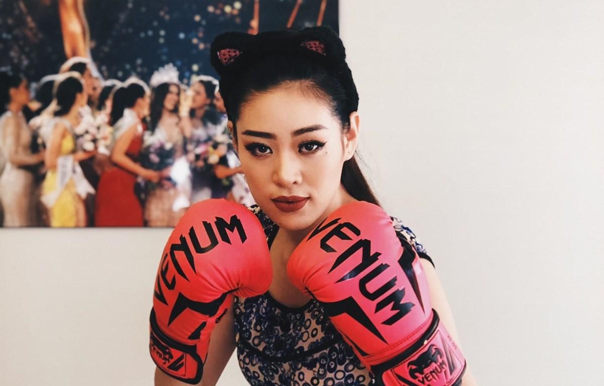 Hoa hậu Khánh Vân tập boxing tại gia. (Ảnh: CTV)
