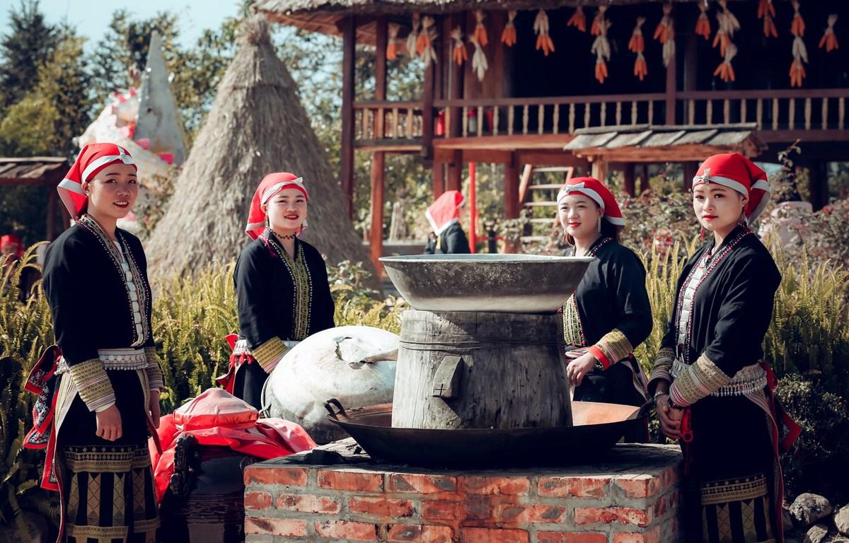 Văn hóa đậm đà bản sắc là một trong những nét đẹp riêng có thu hút du khách của vùng cao Tây Bắc. (Ảnh: CTV/Vietnam+)