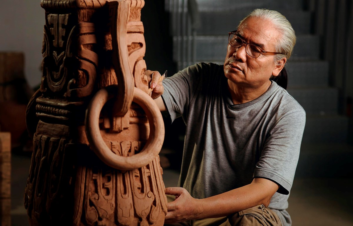 Nghệ nhân Nguyễn Đăng Vông là người con của vùng Dâu Thuận Thành, Bắc Ninh. (Ảnh: Nguyễn Nam/Vietnam+)