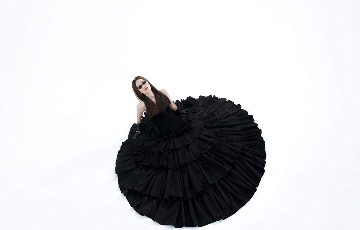 BST La Muse: Sự tương phản đầy ấn tượng của 'thời trang bền vững'