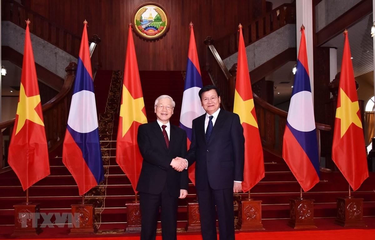 Tổng Bí thư, Chủ tịch nước Nguyễn Phú Trọng hội kiến với Thủ tướng Lào Thongloun Sisoulith. (Ảnh: Trí Dũng/TTXVN)
