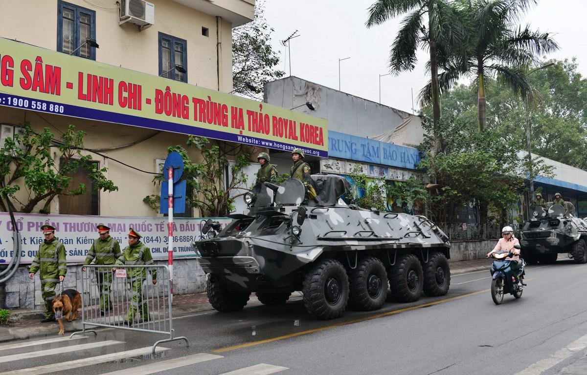 Lực lượng Thiết giáp của Bộ Tư lệnh Thủ đô Hà Nội chốt giữ tại các mục tiêu đặc biệt quan trọng. (Ảnh: TTXVN)