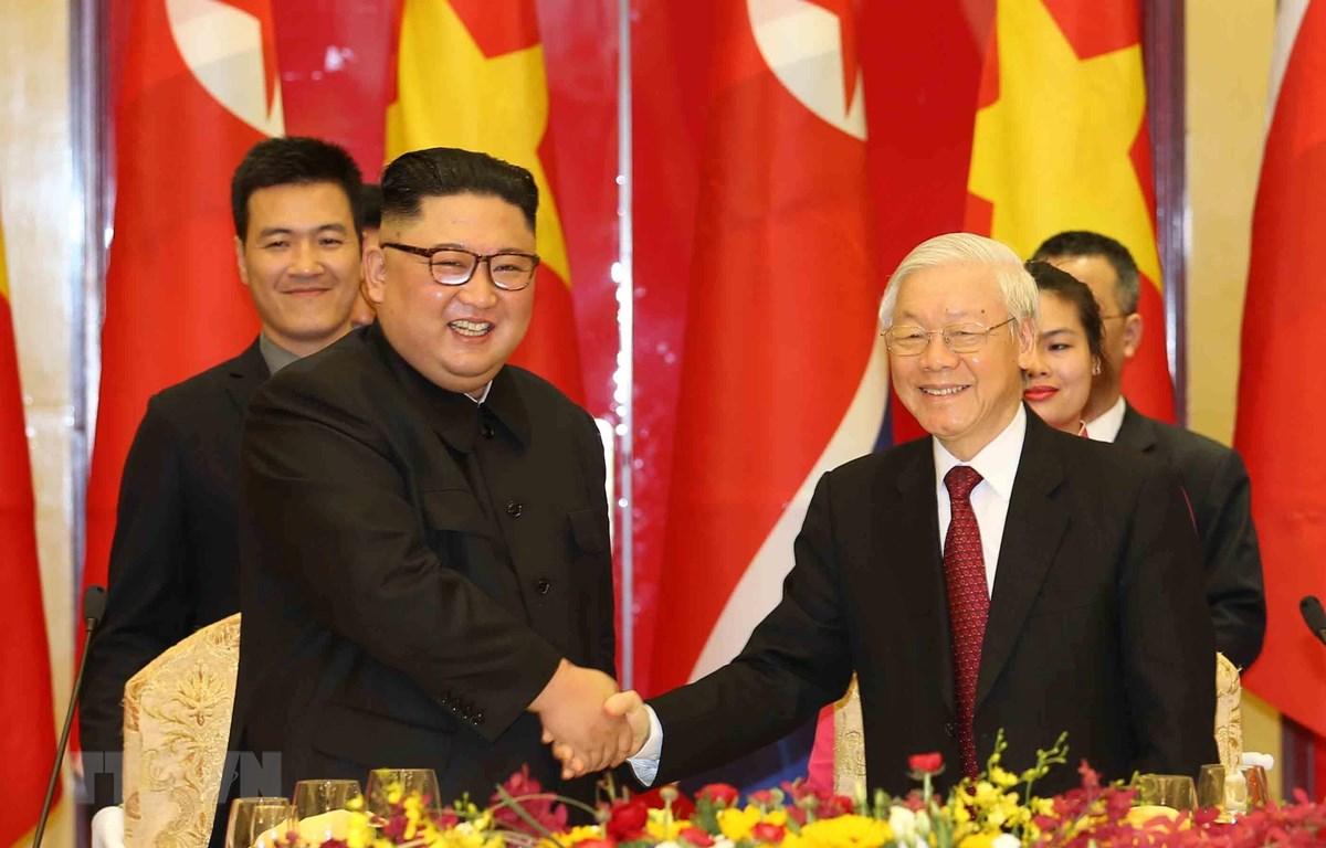 Tổng Bí thư, Chủ tịch nước Nguyễn Phú Trọng chào mừng Chủ tịch Triều Tiên Kim Jong-un. (Ảnh: Trí Dũng/TTXVN)