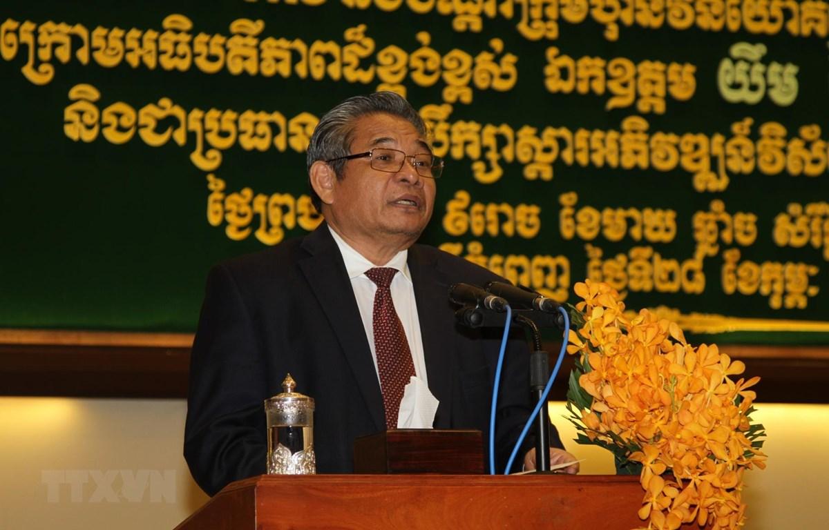 Phó Thủ tướng, Chủ tịch Hội đồng Khôi phục và Phát triển lĩnh vực nông nghiệp nông thôn Campuchia Yim Chhay Ly phát biểu tại hội nghị. (Ảnh: TTXVN)
