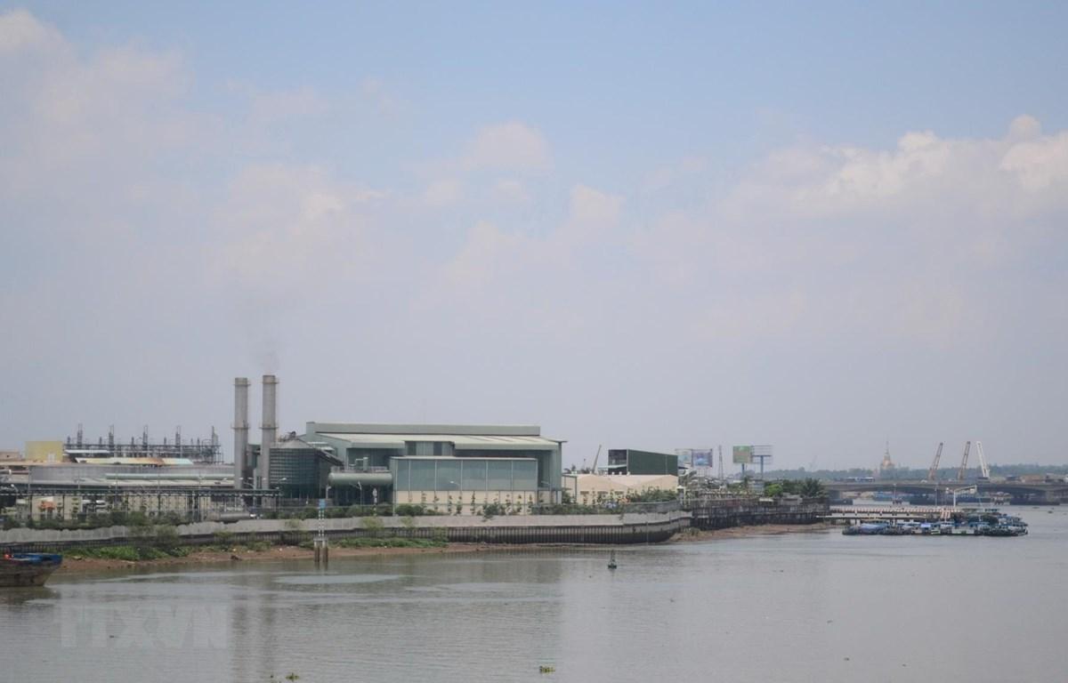 Một góc Khu công nghiệp Biên Hòa 1, khu vực giáp với sông Đồng Nai. (Ảnh: Công Phong/TTXVN)
