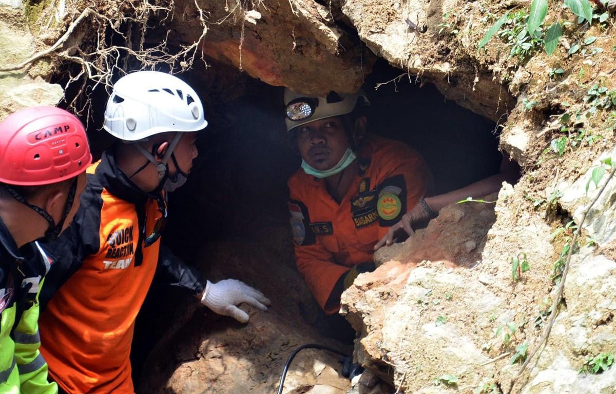 Lực lượng cứu hộ tại hiện trường vụ sập hầm mỏ. (Nguồn: Theguardian)