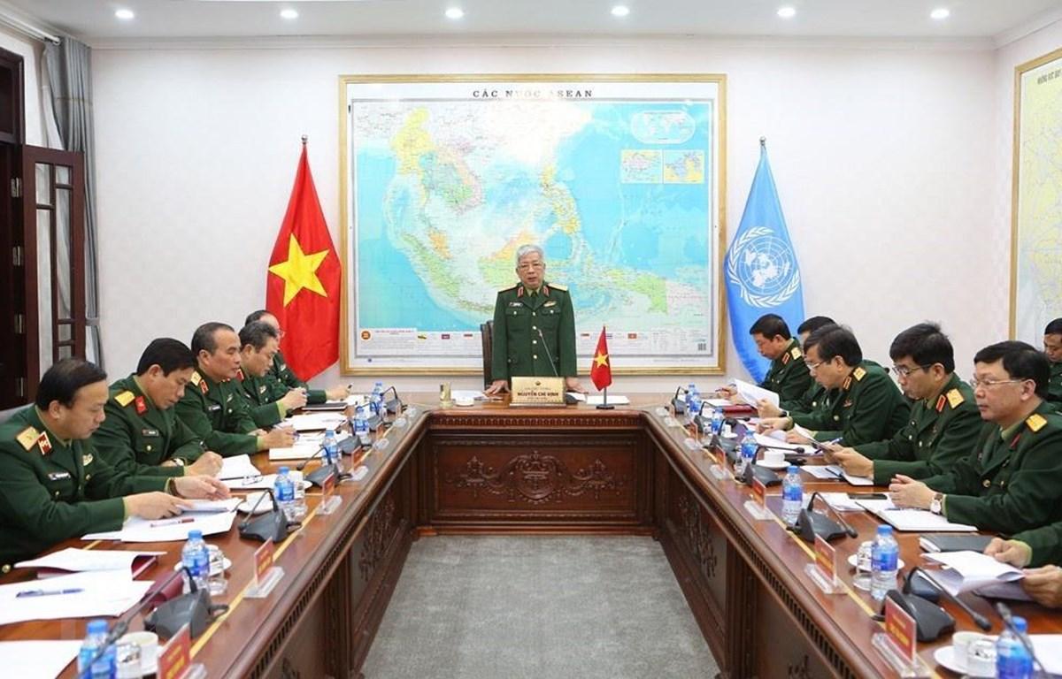 Thượng tướng Nguyễn Chí Vịnh chủ trì cuộc họp. (Ảnh: Dương Giang/TTXVN)