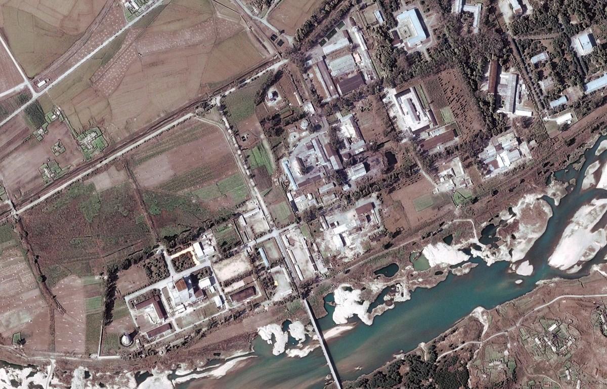Hình ảnh vệ tinh chụp cơ sở hạt nhân Yongbyon, cách thủ đô Bình Nhưỡng của Triều Tiên 100km về phía bắc, ngày 29/9/2004. (Ảnh: EPA/TTXVN)