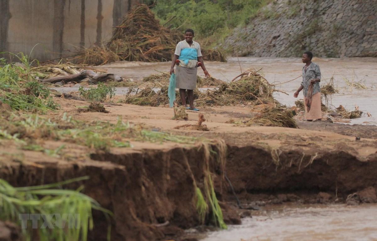 Cảnh tàn phá sau khi bão Idai quét qua tỉnh Manicaland, Zimbabwe. (Ảnh: THX/TTXVN)