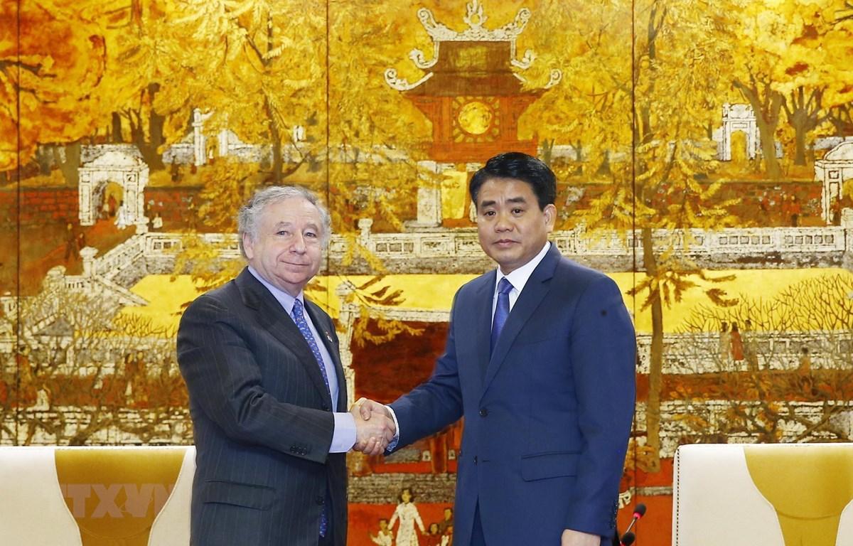 Chủ tịch Ủy ban Nhân dân thành phố Hà Nội Nguyễn Đức Chung tiếp ngài Jean Todt, Chủ tịch Liên đoàn ôtô thể thao thế giới. (Ảnh: Lâm Khánh/TTXVN)