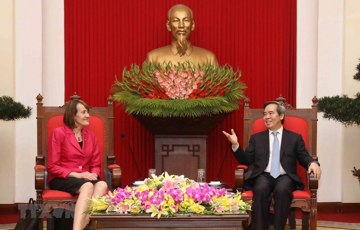 Ông Nguyễn Văn Bình, Ủy viên Bộ Chính trị, Bí thư Trung ương Đảng, Trưởng ban Kinh tế Trung ương đã tiếp bà Patricia Fuller, Đại sứ về Biến đổi khí hậu của Canada. (Ảnh: Phương Hoa/TTXVN)