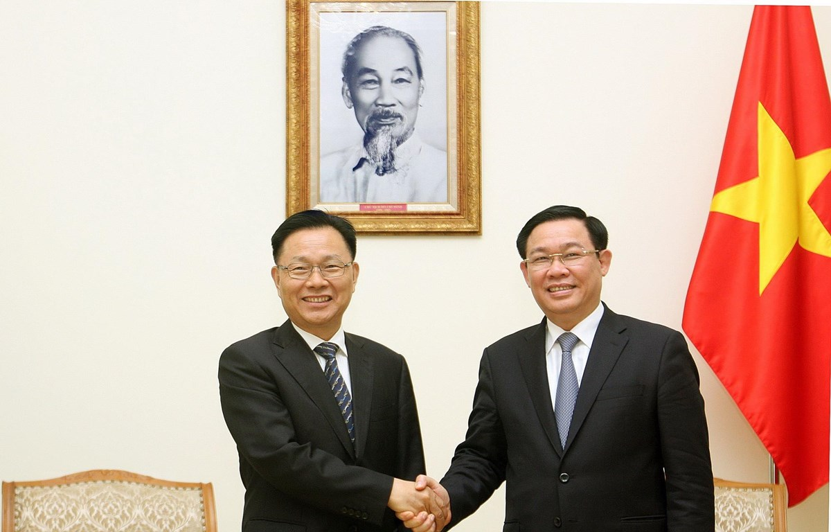 Phó Thủ tướng Vương Đình Huệ tiếp Phó Tỉnh trưởng tỉnh Vân Nam, Trung Quốc Tông Quốc Anh. (Ảnh: Nguyễn Dân/TTXVN)