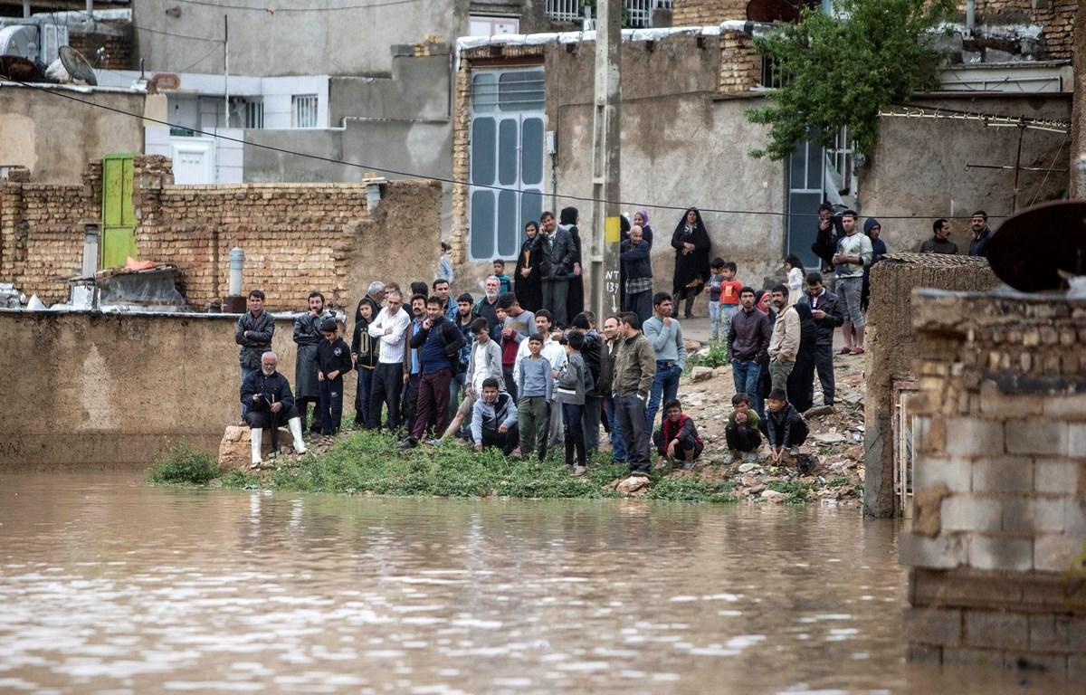 Cảnh ngập lụt sau mưa lớn tại Shiraz, miền nam Iran, ngày 26/3/2019. (Ảnh: THX/TTXVN)
