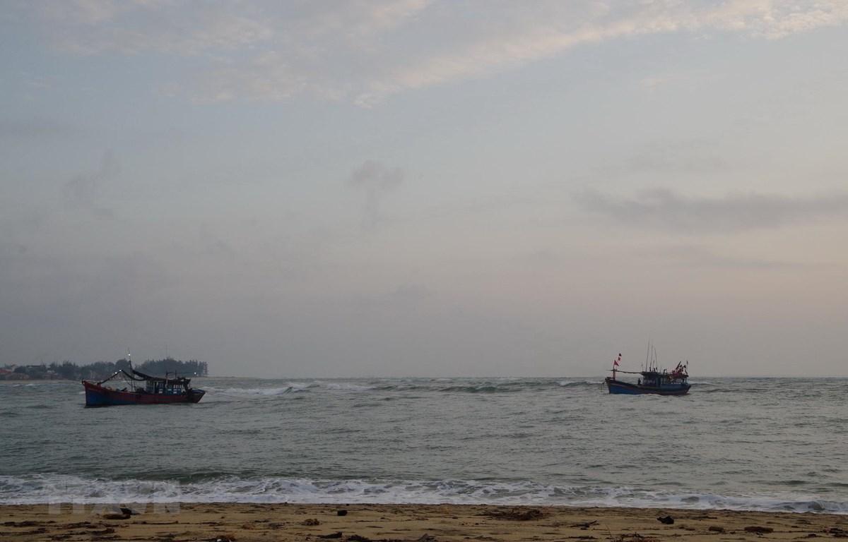 Lai dắt tàu cá. (Ảnh minh họa. Nguồn: TTXVN)