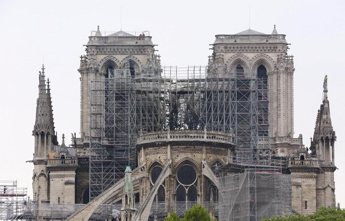 Nhà thờ Đức Bà ở Paris bị phá hủy một phần sau vụ hỏa hoạn ngày 16/4/2019. (Ảnh: THX/TTXVN)