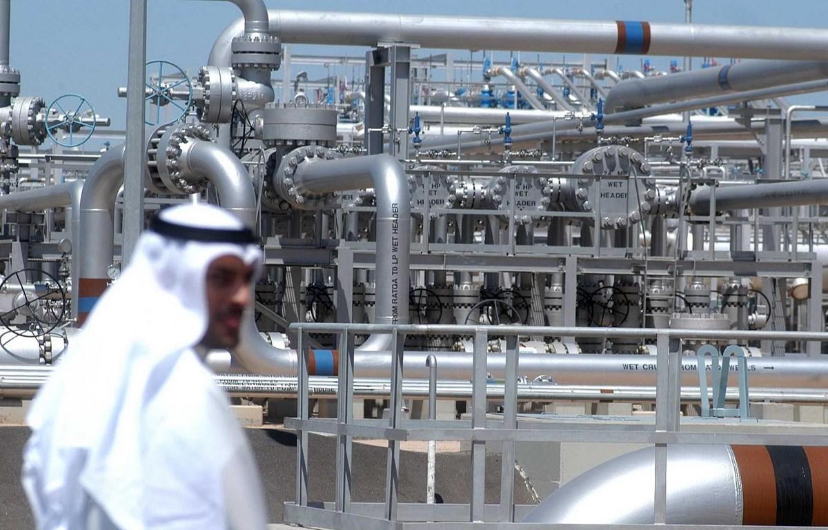 Một cơ sở khai thác tại mỏ dầu Al-Rawdhatain, phía bắc Kuwait. (Ảnh: AFP/TTXVN)