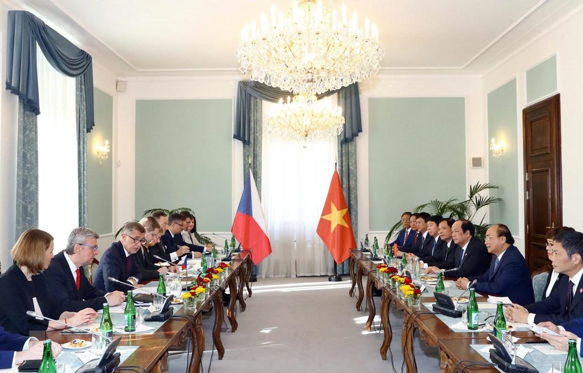Thủ tướng Nguyễn Xuân Phúc hội đàm với Thủ tướng Cộng hòa Séc Andrej Babis. (Ảnh: Thống Nhất/TTXVN)