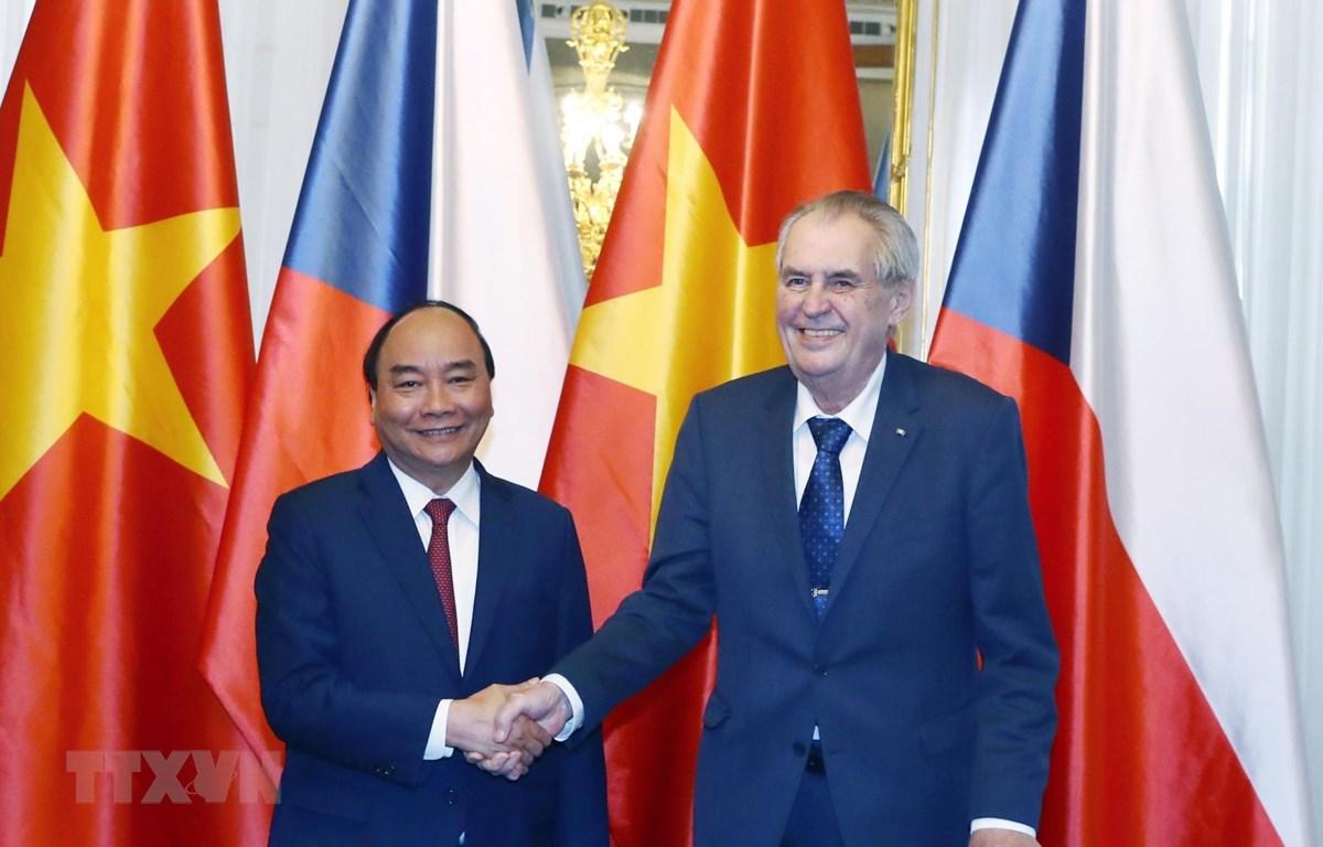 Thủ tướng Nguyễn Xuân Phúc hội kiến Tổng thống Séc Milos Zeman. (Ảnh: Thống Nhất/TTXVN)