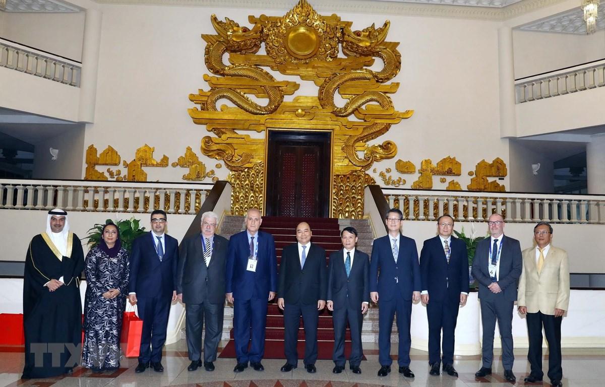 Thủ tướng Nguyễn Xuân Phúc và các Trưởng đoàn tại buổi tiếp. (Ảnh: Thống Nhất/TTXVN)
