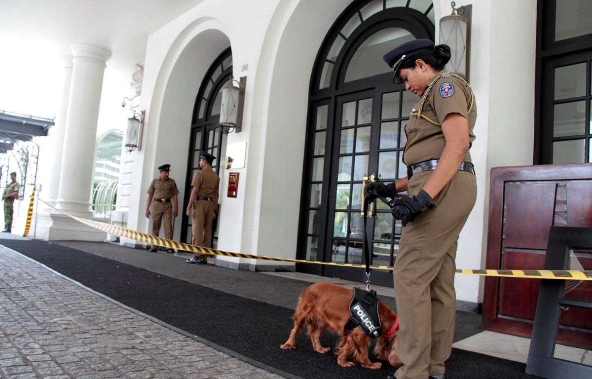 Cảnh sát phong tỏa một khách sạn ở Colombo, Sri Lanka, sau khi tại đây xảy ra vụ nổ ngày 21/4/2019. (Ảnh: THX/TTXVN)
