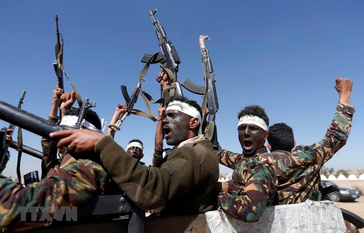 Các tay súng Houthi tại thủ đô Sanaa của Yemen ngày 3/1/2017. (Ảnh: AFP/TTXVN)