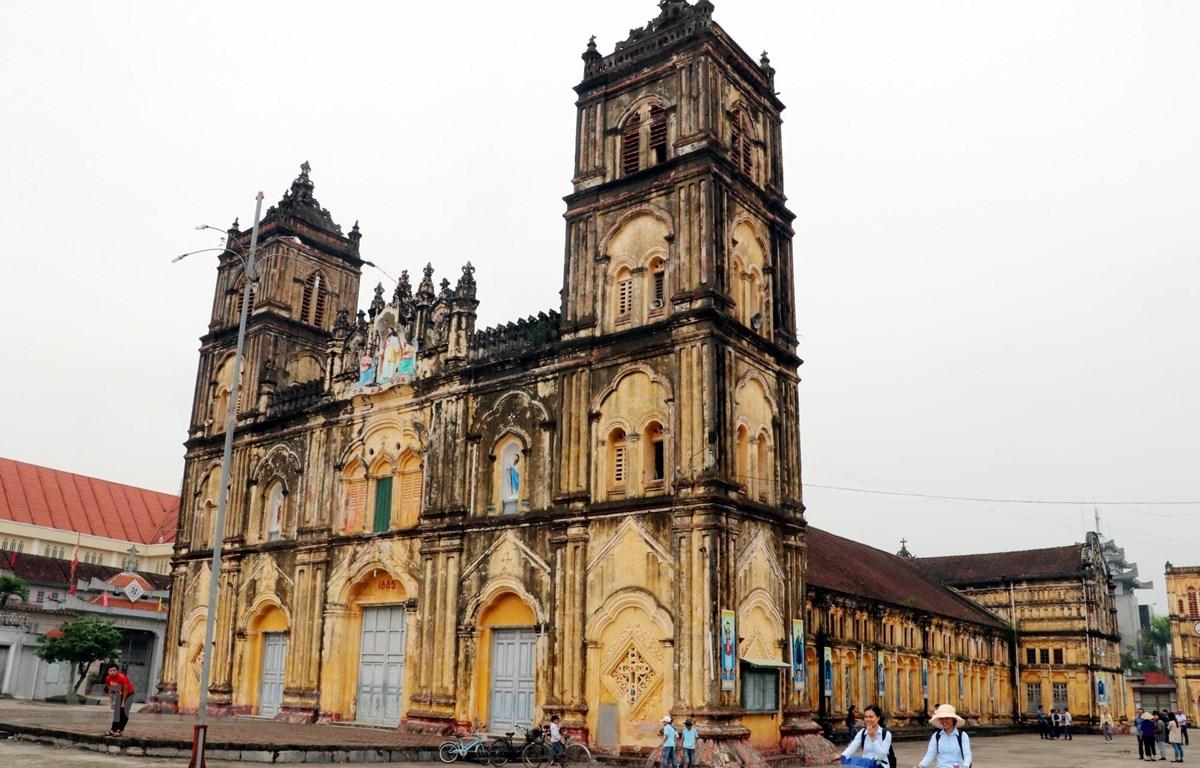 Nhà thờ chính tòa Bùi Chu, xã Xuân Ngọc, huyện Xuân Trường, tỉnh Nam Định trước ngày hạ giải. (Ảnh: Văn Đạt/Vietnam+)