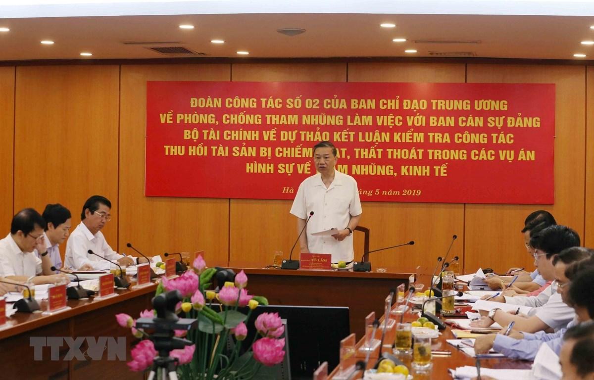 Đại tướng Tô Lâm, Ủy viên Bộ Chính trị, Bộ trưởng Bộ Công an, Phó Trưởng Ban chỉ đạo Trung ương về phòng, chống tham nhũng phát biểu tại buổi làm việc. (Ảnh: Phương Hoa/TTXVN)