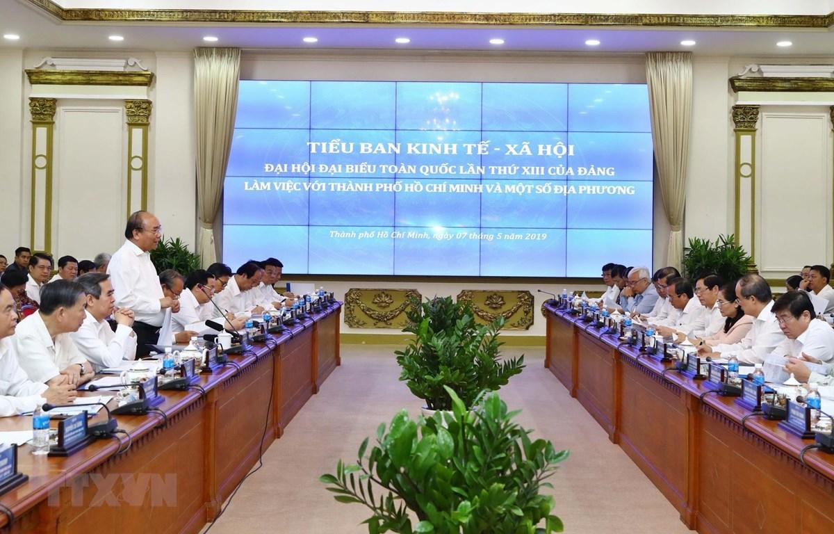 Thủ tướng Nguyễn Xuân Phúc, Trưởng Tiểu ban Kinh tế-Xã hội phát biểu tại buổi làm việc. (Ảnh: Thống Nhất/TTXVN)