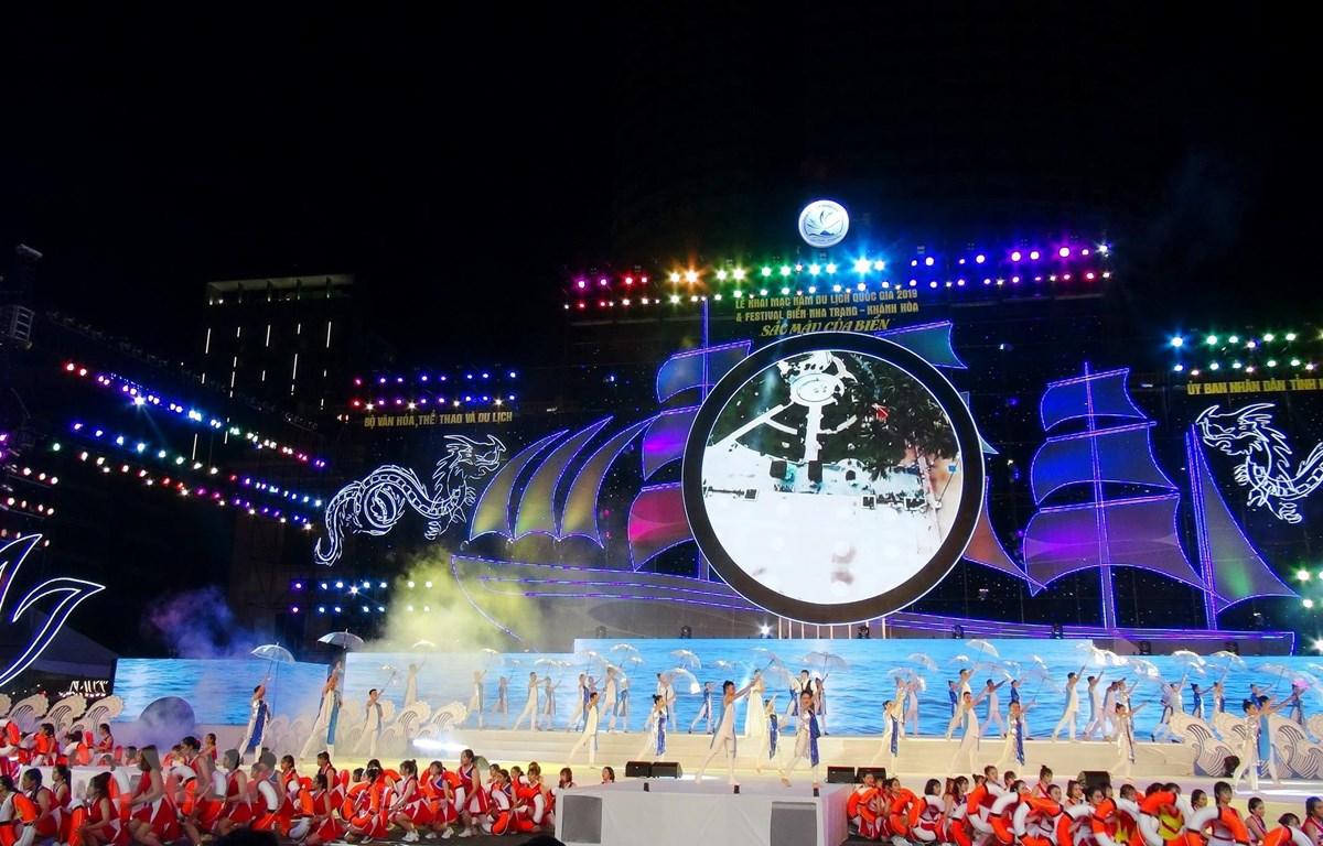 Một tiết mục ca múa nhạc trong đêm Khai mạc Năm du lịch Quốc gia, Festival Biển Nha Trang-Khánh Hòa năm 2019. (Ảnh: Phan Sáu/TTXVN)