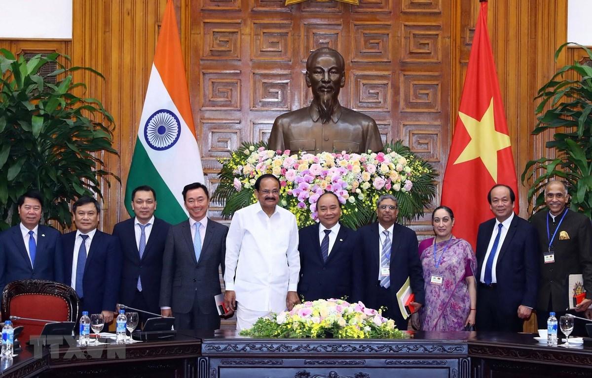 Thủ tướng Nguyễn Xuân Phúc hội kiến Phó Tổng thống, Chủ tịch Thượng viện Cộng hòa Ấn Độ Venkaiah Naidu. (Ảnh: Thống Nhất/TTXVN)