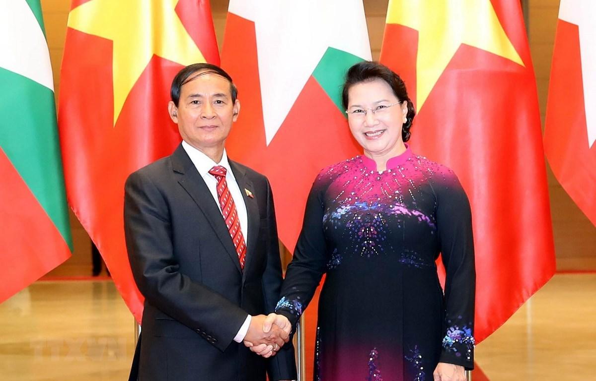 Chủ tịch Quốc hội Nguyễn Thị Kim Ngân hội kiến Tổng thống Myanmar Win Myint. (Ảnh: Trọng Đức/TTXVN)