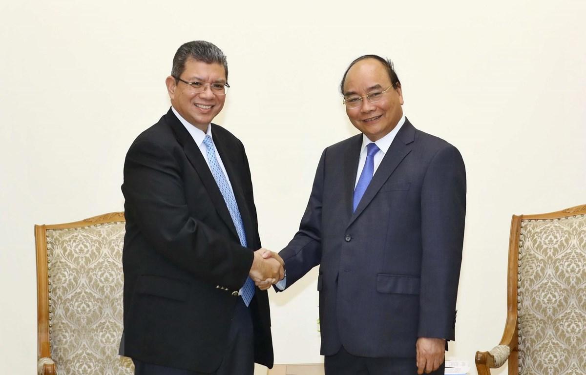 Thủ tướng Nguyễn Xuân Phúc tiếp Bộ trưởng Ngoại giao Malaysia Saifuddin Abdullah. (Ảnh: Thống Nhất/TTXVN)