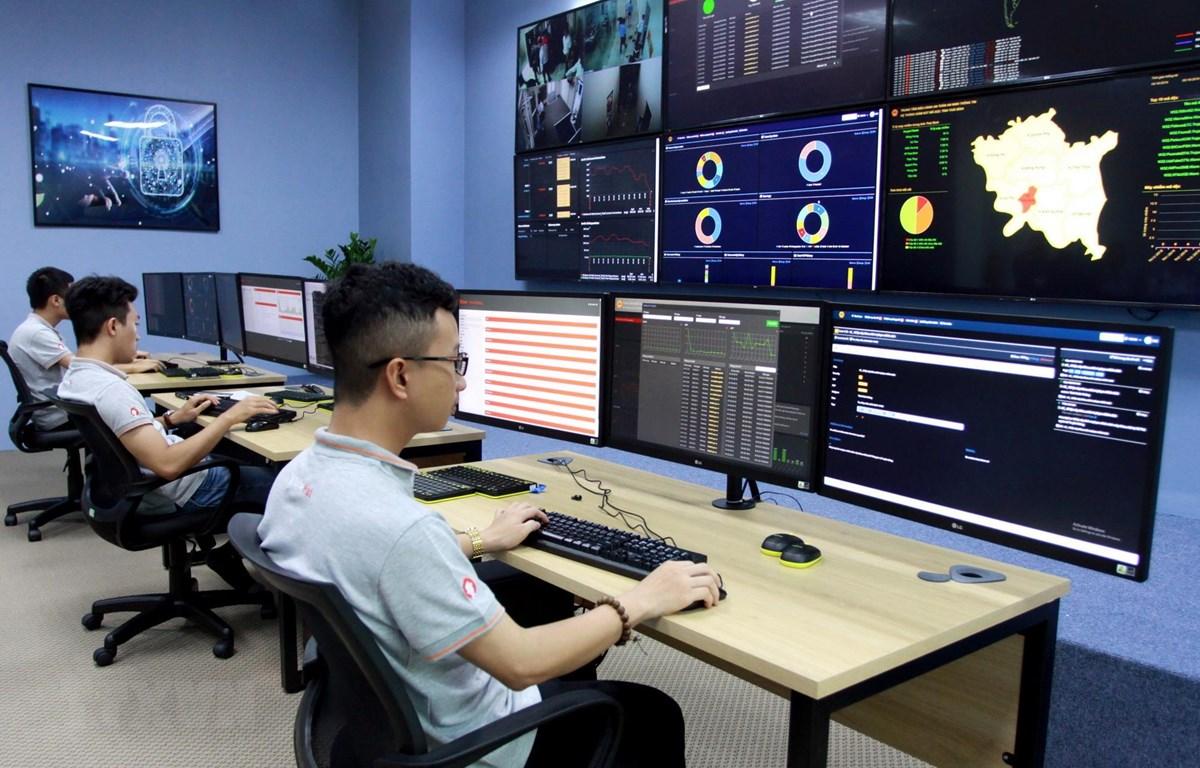 Quang cảnh Trung tâm điều hành an ninh mạng SOC tỉnh Thái Bình. (Ảnh: Thế Duyệt/TTXVN)