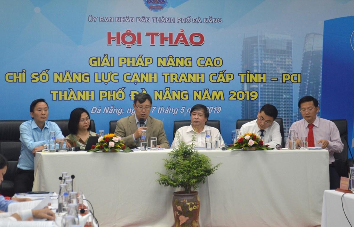 Các đại biểu trao đổi tại hội thảo. (Ảnh: Đinh Văn Nhiều/TTXVN)