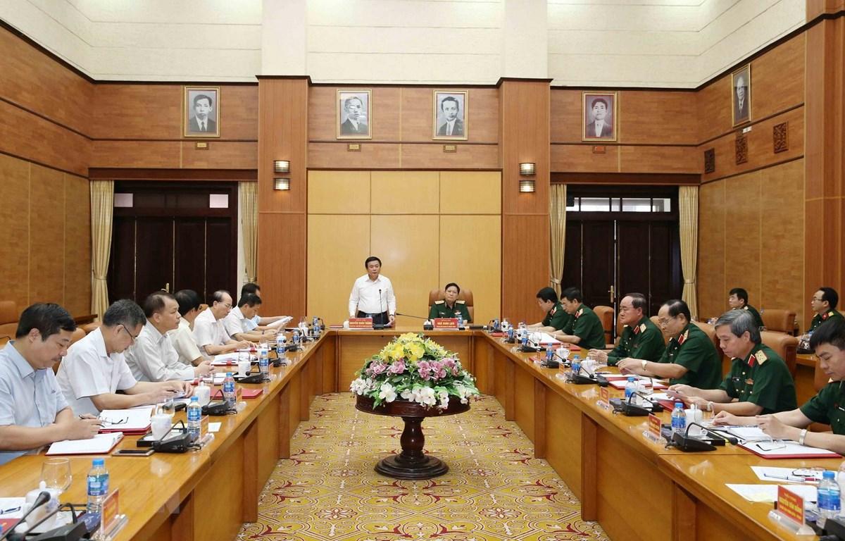 Quang cảnh buổi làm việc của Đoàn Tiểu ban Văn kiện Đại hội XIII với Quân ủy Trung ương. (Ảnh: Phương Hoa/TTXVN)