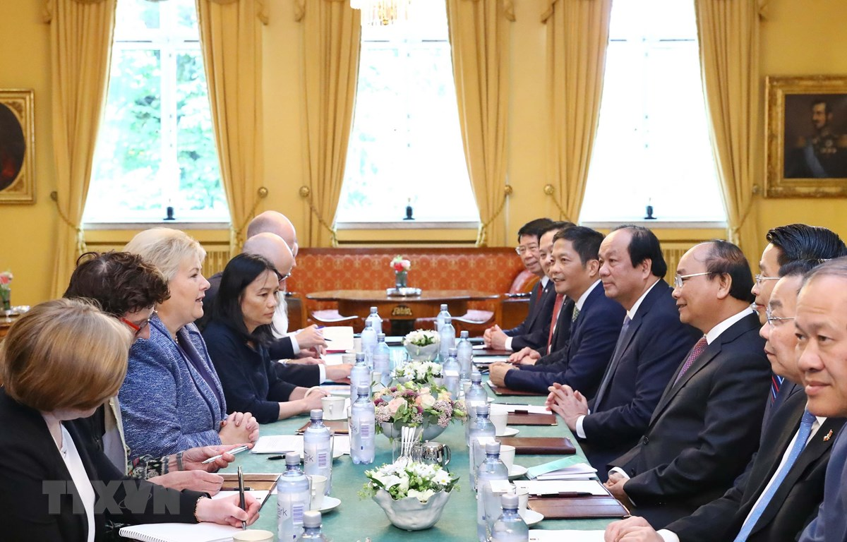 Thủ tướng Nguyễn Xuân Phúc hội đàm với Thủ tướng Na Uy Erna Solberg. (Ảnh: Thống Nhất/TTXVN)