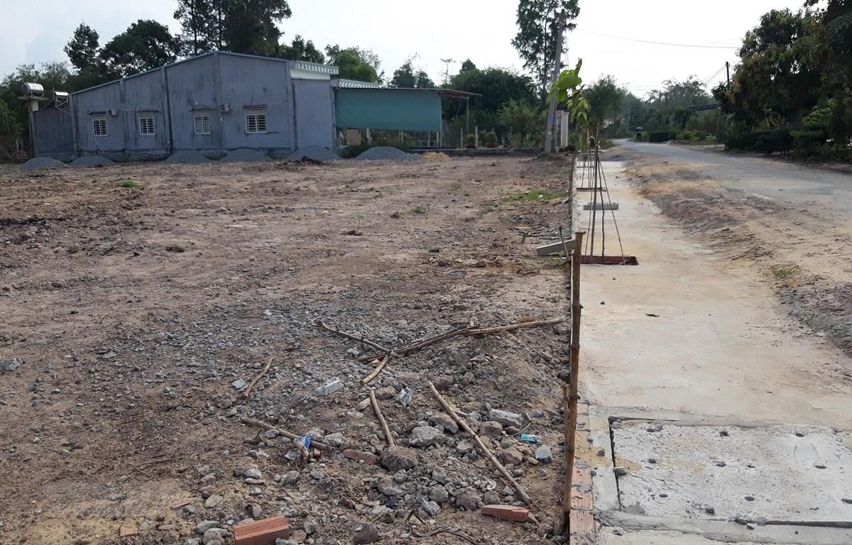Một mảnh đất ở xã Thanh Phước, huyện Gò Dầu (Tây Ninh) được 'cò đất' làm đường phân lô bán nền. (Ảnh: Lê Đức Hoảnh/TTXVN)